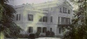 Vista della facciata in foto bianco e nero
